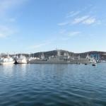 Bar město - přístav - válečná loď
