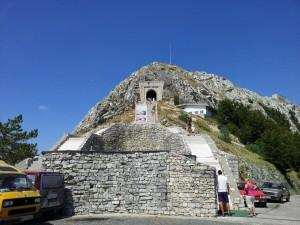 Mauzoleum Petra II. Njegoše - tunel k mauzoleu